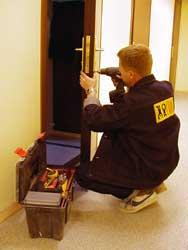 гарантийный ремонт двери или замка